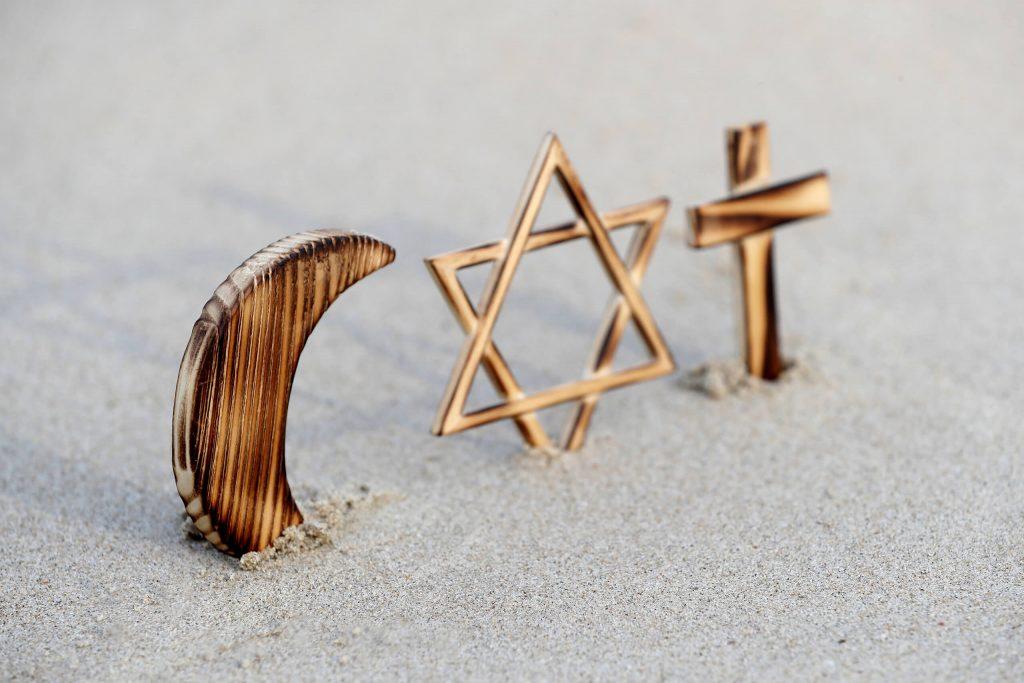 Croyants s'intéressant à la finance islamique pour éviter les intérêts bancaires et respecter leur religion-2